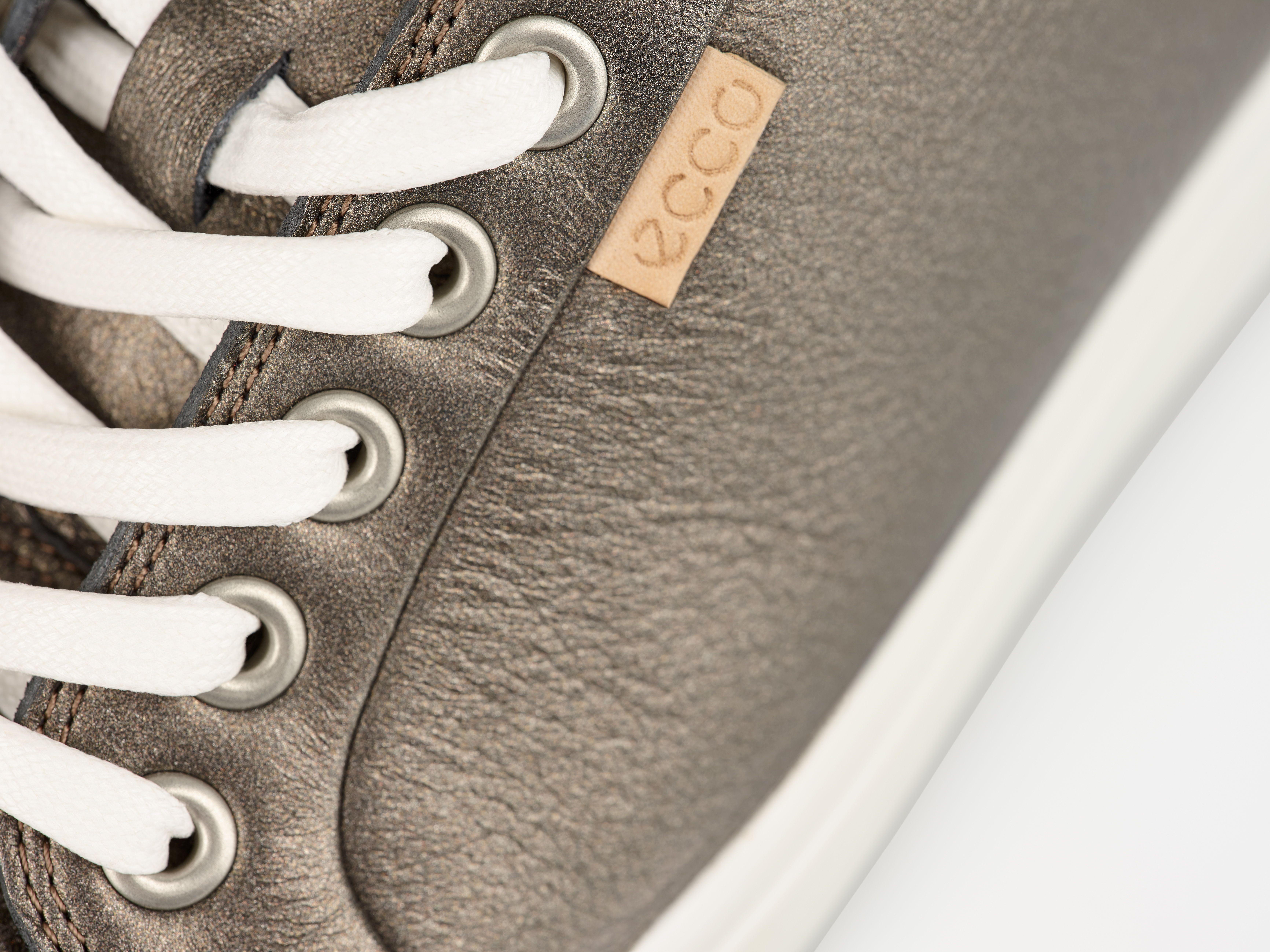 W Sneakers in Black Stone Metallic Ovid